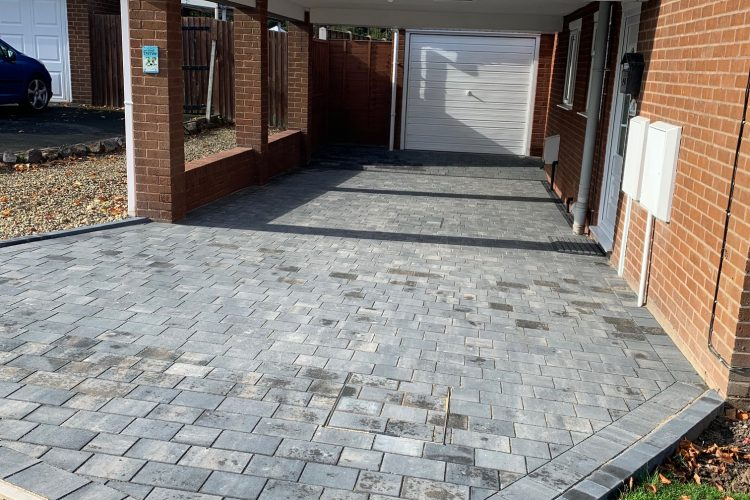 Block Paved driveway in Dosthill